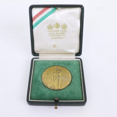 Old Medal - Gold Color - Original Box - 1939